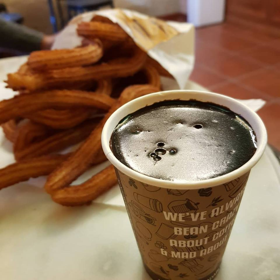 Chocolate vegano con churros en Madrid